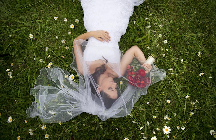 Svatebni Saty A Velka Prsa Poradime Vam Jak Vybrat Spravny Strih